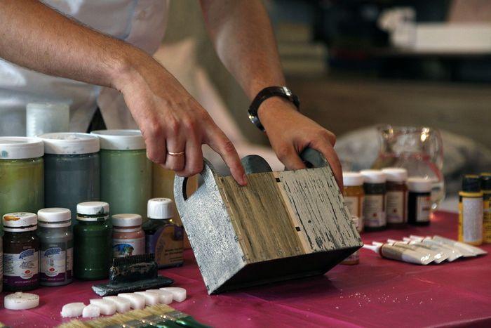 Искусственное состаривание дерева и металла, браширование, техника лессировки и кракелюра