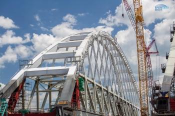 Арка Крымского моста готова к установке